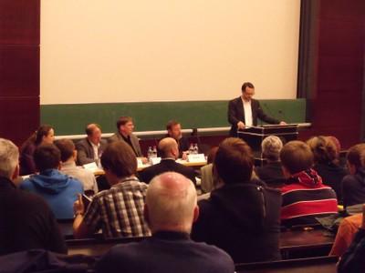 Podium 2011 - Diskutanten bei Begrüßung  - small