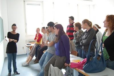 Prof. Oberhänsli-Widmer mit Studierenden - small
